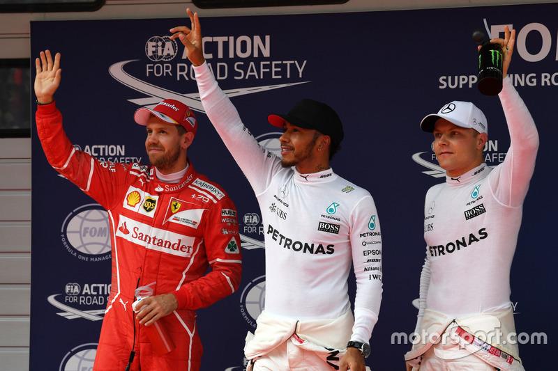 2. Sebastian Vettel, Ferrari; 1. Lewis Hamilton, Mercedes AMG F; 3. Valtteri Bottas, Mercedes AMG F1, feiern im Parc Ferme