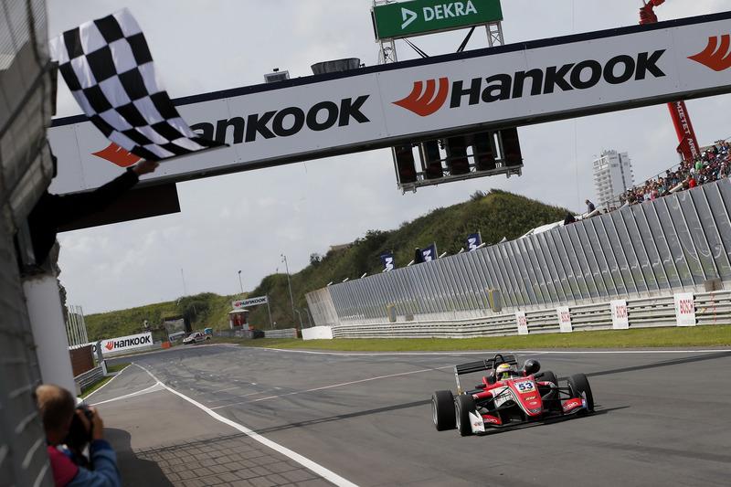 Banderas a cuadros, Callum Ilott, Prema Powerteam, Dallara F317 - Mercedes-Benz