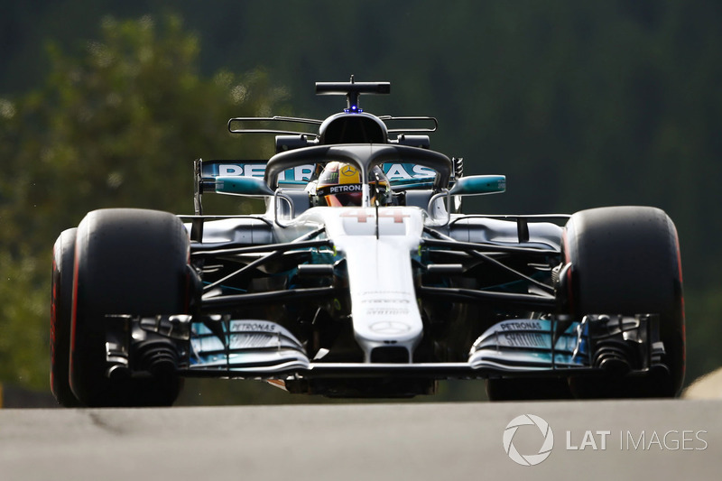 Lewis Hamilton, Mercedes AMG F1 W08, uses the halo device