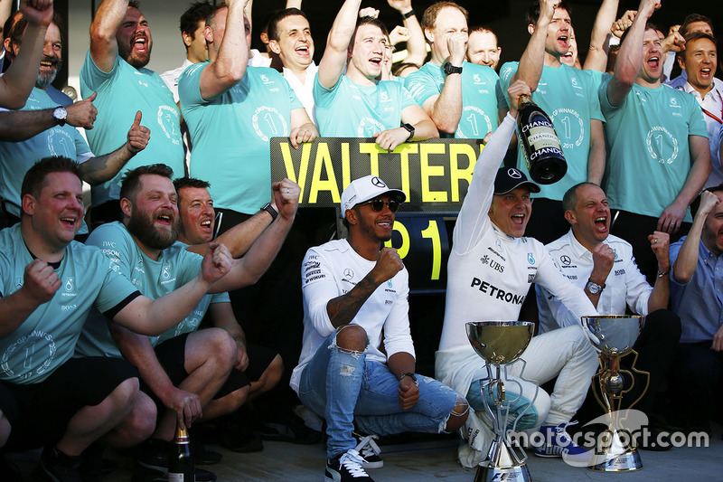 Lewis Hamilton, Mercedes AMG F1, Race winner Valtteri Bottas, Mercedes AMG F1, Tony Ross, Race Engin