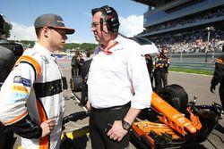 Stoffel Vandoorne, McLaren; Eric Boullier, McLaren, Rennleiter