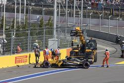 Столкновение: Джолион Палмер, Renault Sport F1 RS17, и Ромен Грожан, Haas F1 VF-17