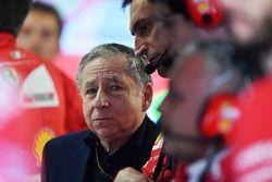 Jean Todt, président FIA, dans le garage Ferrari