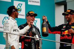 Podium: tweede plaats Lewis Hamilton, Mercedes AMG F1, derde plaats Daniel Ricciardo, Red Bull Racin