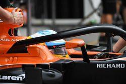 Fernando Alonso, McLaren MCL32 met halo
