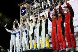 GTLM podio: ganadores Antonio Garcia, Jan Magnussen, Mike Rockenfeller, Corvette Racing, segundo lug