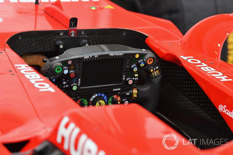 Ferrari SF70H, il volante