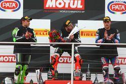 Podium: second place Leon Haslam, Puccetti Racing, race winner Tom Sykes, Kawasaki Racing, third pla