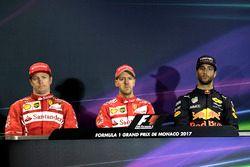 Conferencia de prensa: ganador de la carrera Sebastian Vettel, Ferrari, segundo lugar de Kimi Raikkonen, Ferrari, tercero Daniel Ricciardo, Red Bull Racing
