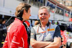 Спортивный директор Ferrari Массимо Ривола и гоночный менеджер Pirelli Motorsport Марио Изола