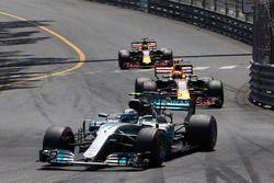 Valtteri Bottas, Mercedes AMG F1 W08, Max Verstappen, Red Bull Racing RB13, Daniel Ricciardo, Red Bu