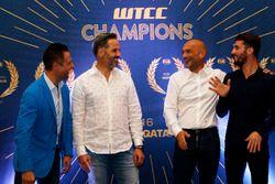 WTCC Şampiyonları: Andy Priaulx; Yvan Muller, Citroën World Touring Car Team; Gabriele Tarquini, LAD