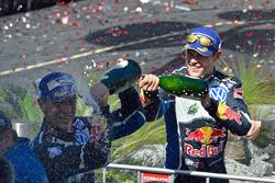 Podium: winnaar Jari-Matti Latvala Volkswagen Motorsport, tweede plaats Julien Ingrassia, Volkswagen