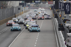 Start action, Stefano Comini, Leopard Racing, Volkswagen Golf GTI TCR leads