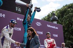 Sébastien Buemi, Renault e.Dams, celebra con José María López, DS Virgin Racing