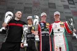 Podium : le vainqueur Joel Eriksson, Motopark Dallara F317 - Volkswagen, le deuxième Lando Norris, Carlin Dallara F317 - Volkswagen, le troisième Maximilian Günther, Prema Powerteam Dallara F317 - Mercedes-Benz