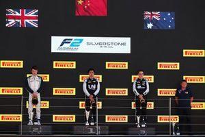 Podio: il vincitore della gara Guanyu Zhou, UNI-Virtuosi, secondo classato Dan Ticktum, Carlin, terzo classificato Oscar Piastri, Prema Racing