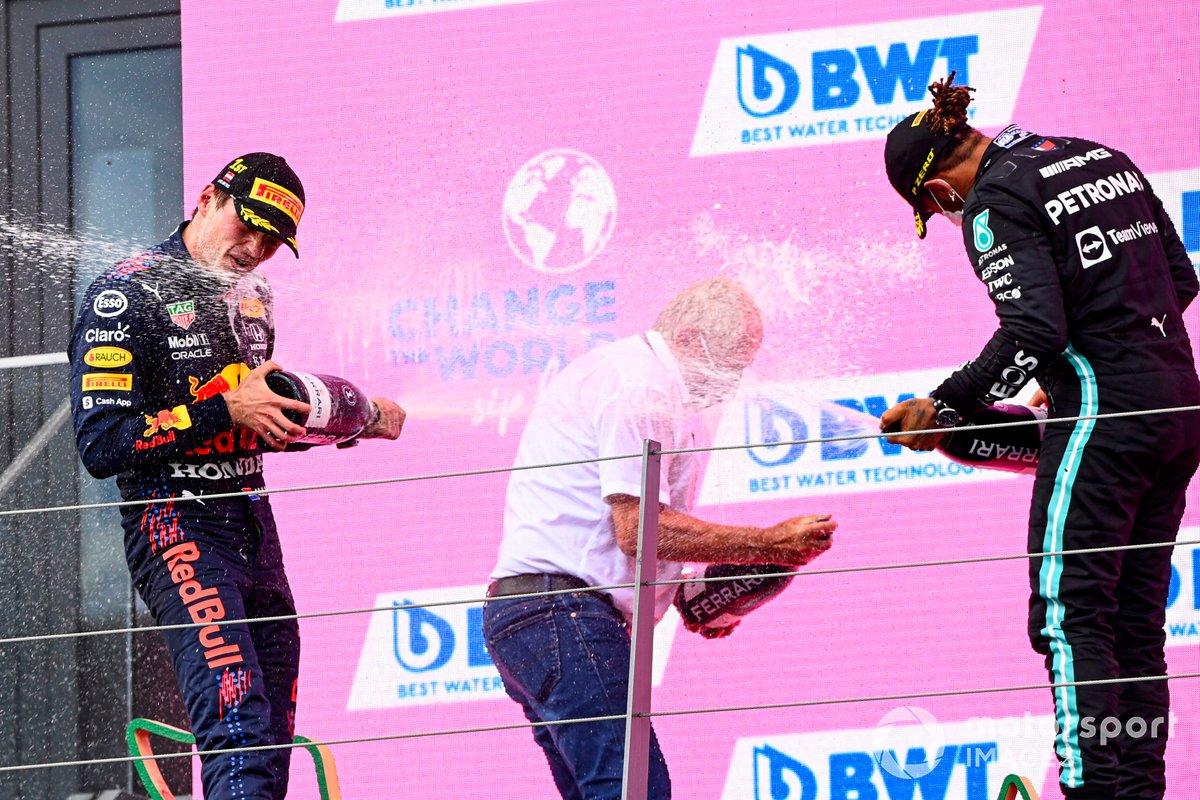 Podio: Helmut Marko, Consultor de Red Bull Racing, ganador de la carrera Max Verstappen, segundo lugar Lewis Hamilton, Mercedes