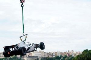 Auto di Gianluca Petecof, Campos Racing viene portata via