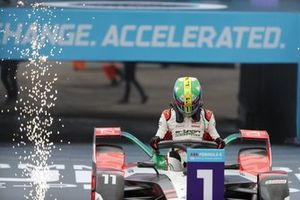 Le vainqueur Lucas Di Grassi, Audi Sport ABT Schaeffler, arrive dans le parc fermé