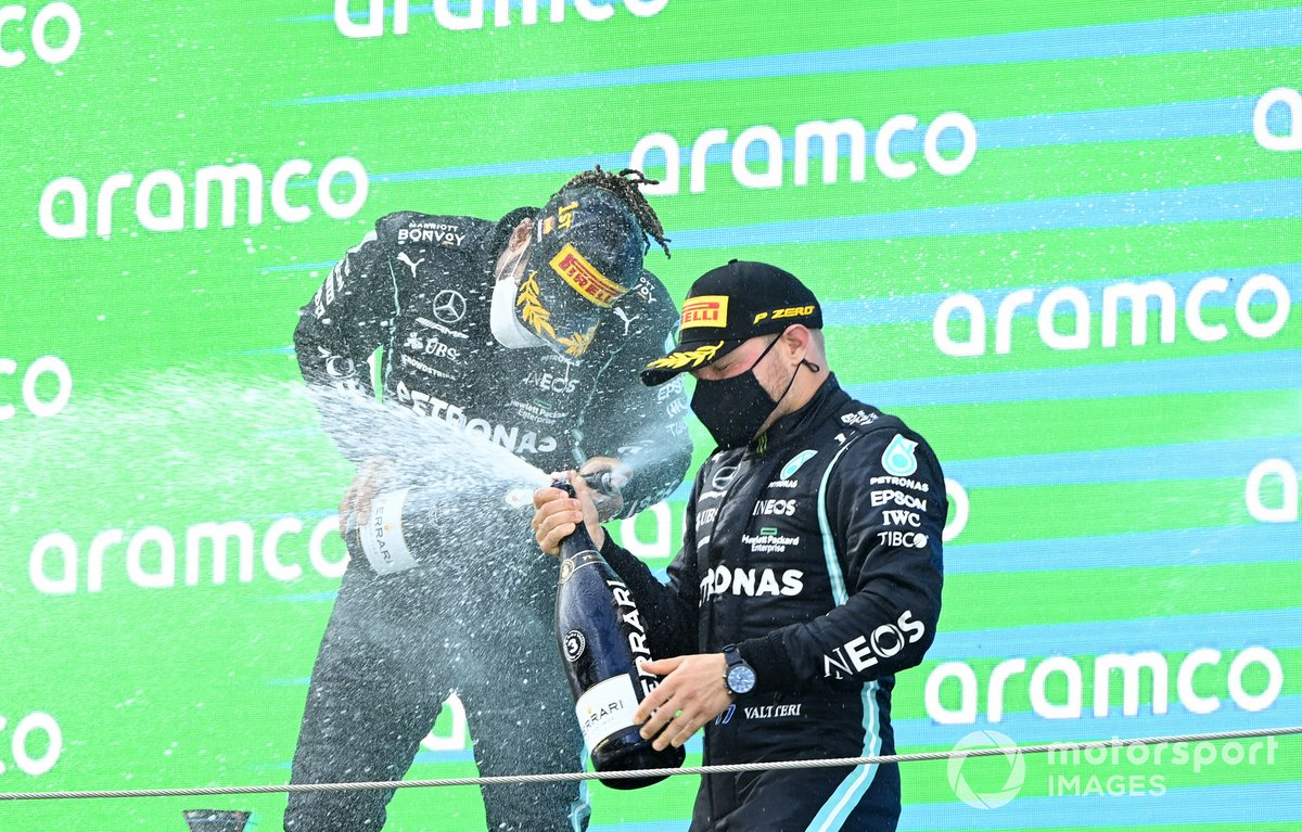 Podio: ganador de la carrera Lewis Hamilton, Mercedes, tercer lugar Valtteri Bottas, Mercedes