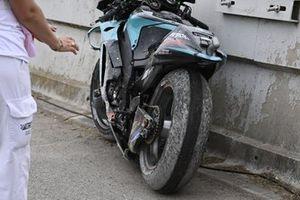 Valentino Rossi, Petronas Yamaha SRT, crashed bike