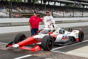 J.R. Hildebrand, A.J. Foyt Enterprises Chevrolet, mit A.J. Foyt