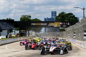 Start zu Rennen 2 beim Chevrolet Detroit Grand Prix der IndyCar-Saison 2021: Josef Newgarden, Team Penske Chevrolet, führt