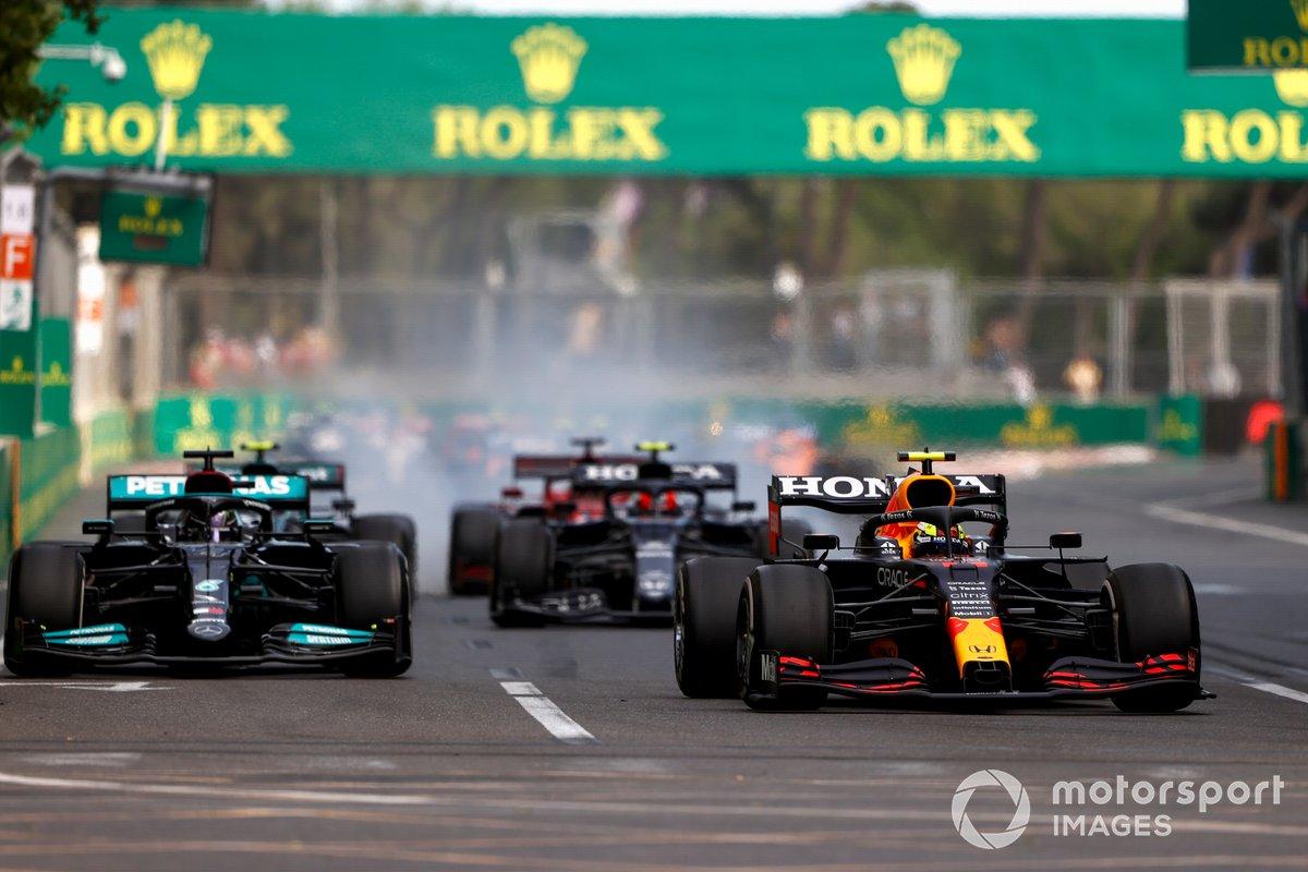 Sergio Pérez, Red Bull Racing RB16B, Lewis Hamilton, Mercedes W12, Pierre Gasly, AlphaTauri AT02