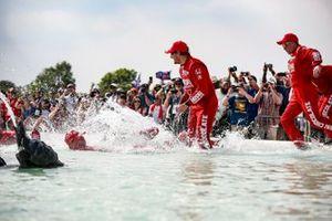 Marcus Ericsson, Chip Ganassi Racing Honda fête sa première victoire en IndyCar dans la fontaine