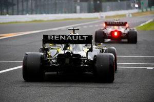 Nico Hulkenberg, Renault F1 Team R.S. 19, precede Daniel Ricciardo, Renault F1 Team R.S.19