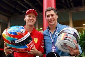 Sebastian Vettel, Ferrari and Loic Duval helmet swap