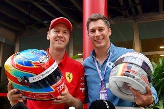 Sebastian Vettel, Ferrari en Loic Duval helmet swap