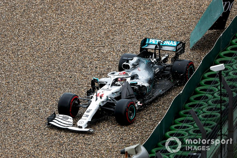 Lewis Hamilton, Mercedes AMG F1 W10 choca contra el muro