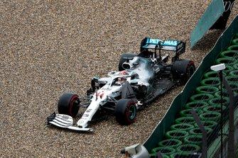 Lewis Hamilton, Mercedes AMG F1 W10 percute le mur