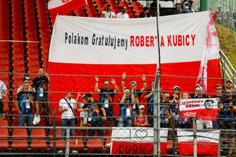 Huge crowd support for Robert Kubica, Williams Racing