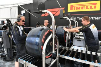 Pirelli Mechanics with tyres