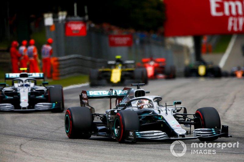 Lewis Hamilton, Mercedes AMG F1 W10 e Valtteri Bottas, Mercedes AMG W10