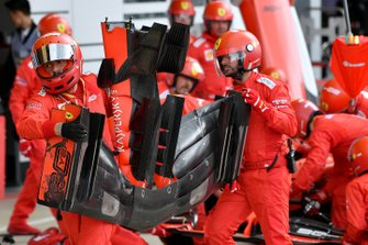 The Ferrari pit crew change the front wing on the car of Sebastian Vettel, Ferrari SF90