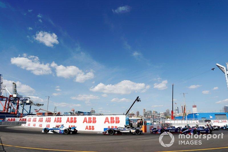 Alexander Sims, BMW I Andretti Motorsports, BMW iFE.18, Sébastien Buemi, Nissan e.Dams, Nissan IMO1, alla partenza della gara