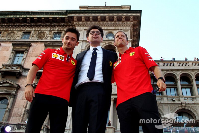 Charles Leclerc, Sebastian Vettel e Mattia Binotto (Chefe da equipe)