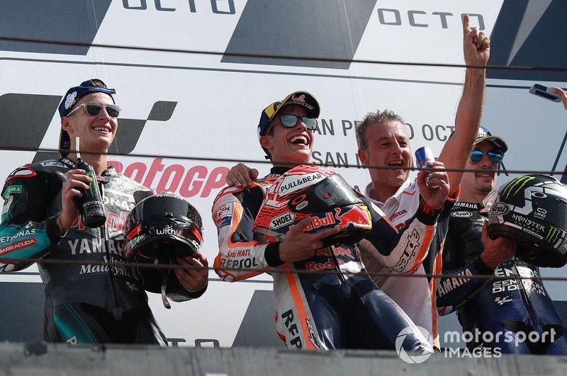 Podio: ganador de la carrera Marc Márquez, Repsol Honda Team, Fabio Quartararo, Petronas Yamaha SRT, Maverick Viñales, Yamaha Factory Racing.
