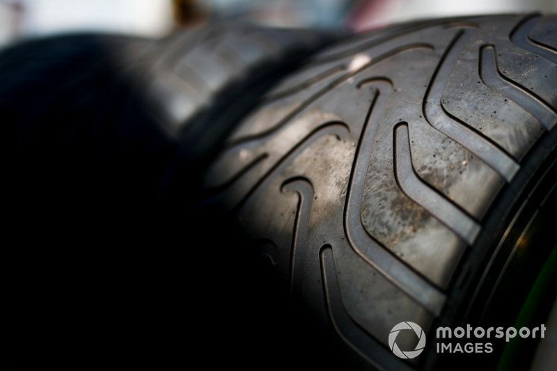Des pneus Pirelli intermédiaires