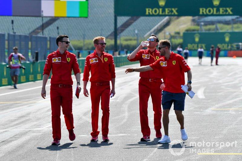 Sebastian Vettel, Ferrari, fait une reconnaissance de la piste
