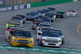 Brandon Jones, Kyle Busch Motorsports, Toyota Tundra SoleusAir/Menards and Grant Enfinger, ThorSport Racing, Ford F-150 Champion Power Equipment restart