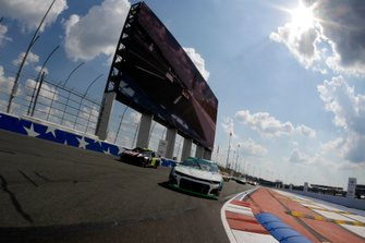 Pace-Laps: William Byron, Hendrick Motorsports, Chevrolet Camaro UniFirst, Jimmie Johnson, Hendrick Motorsports, Chevrolet Camaro Ally