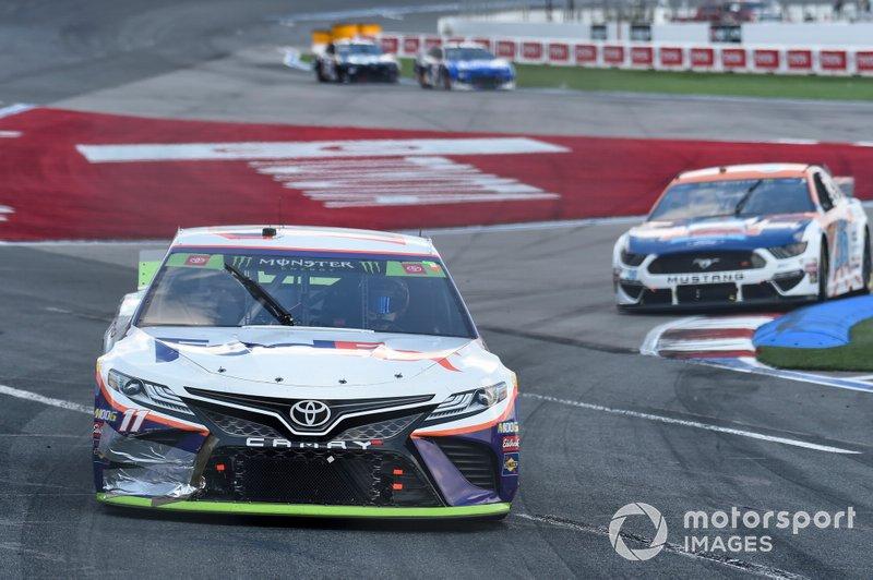 Denny Hamlin, Joe Gibbs Racing, Toyota Camry FedEx Freight, Matt Tifft, Front Row Motorsports, Ford Mustang Louis Kemp Crab Delights