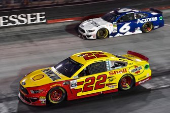 Joey Logano, Team Penske, Ford Mustang Shell Pennzoil and Ryan Newman, Roush Fenway Racing, Ford Mustang Acronis