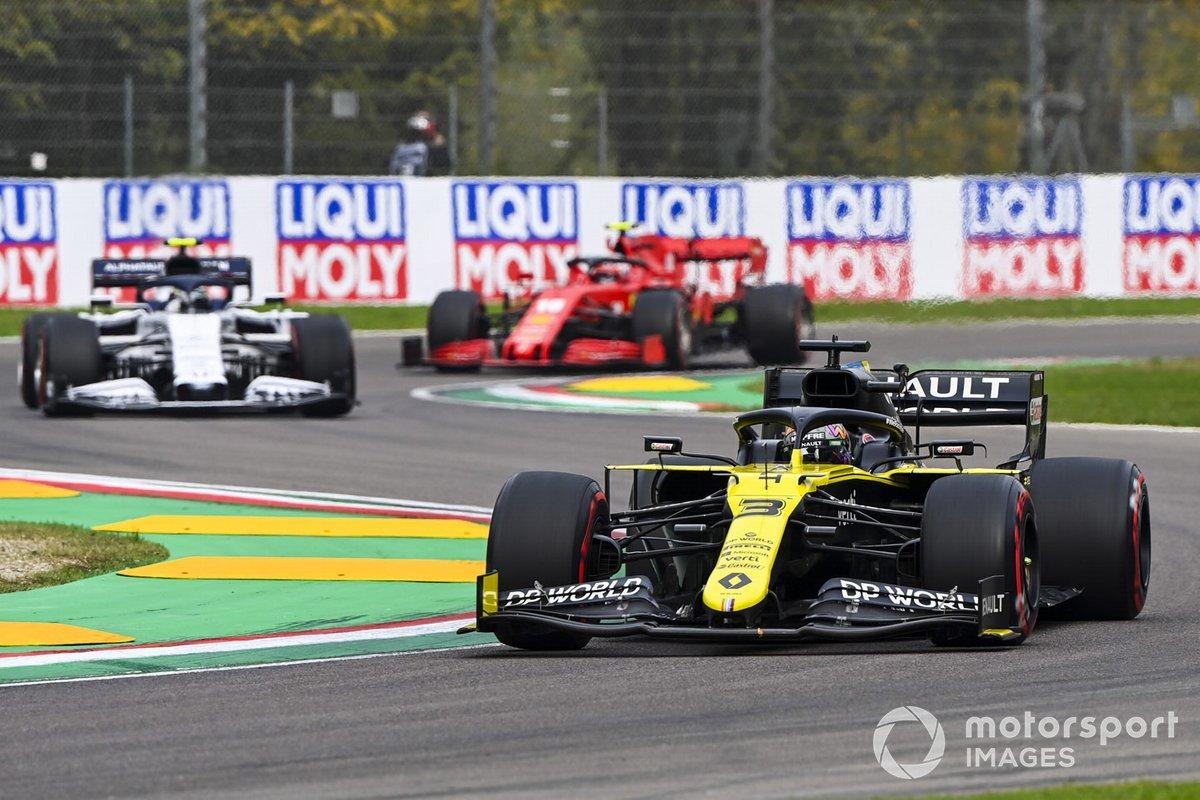 Daniel Ricciardo, Renault F1 Team R.S.20, Pierre Gasly, AlphaTauri AT01, y Charles Leclerc, Ferrari SF1000