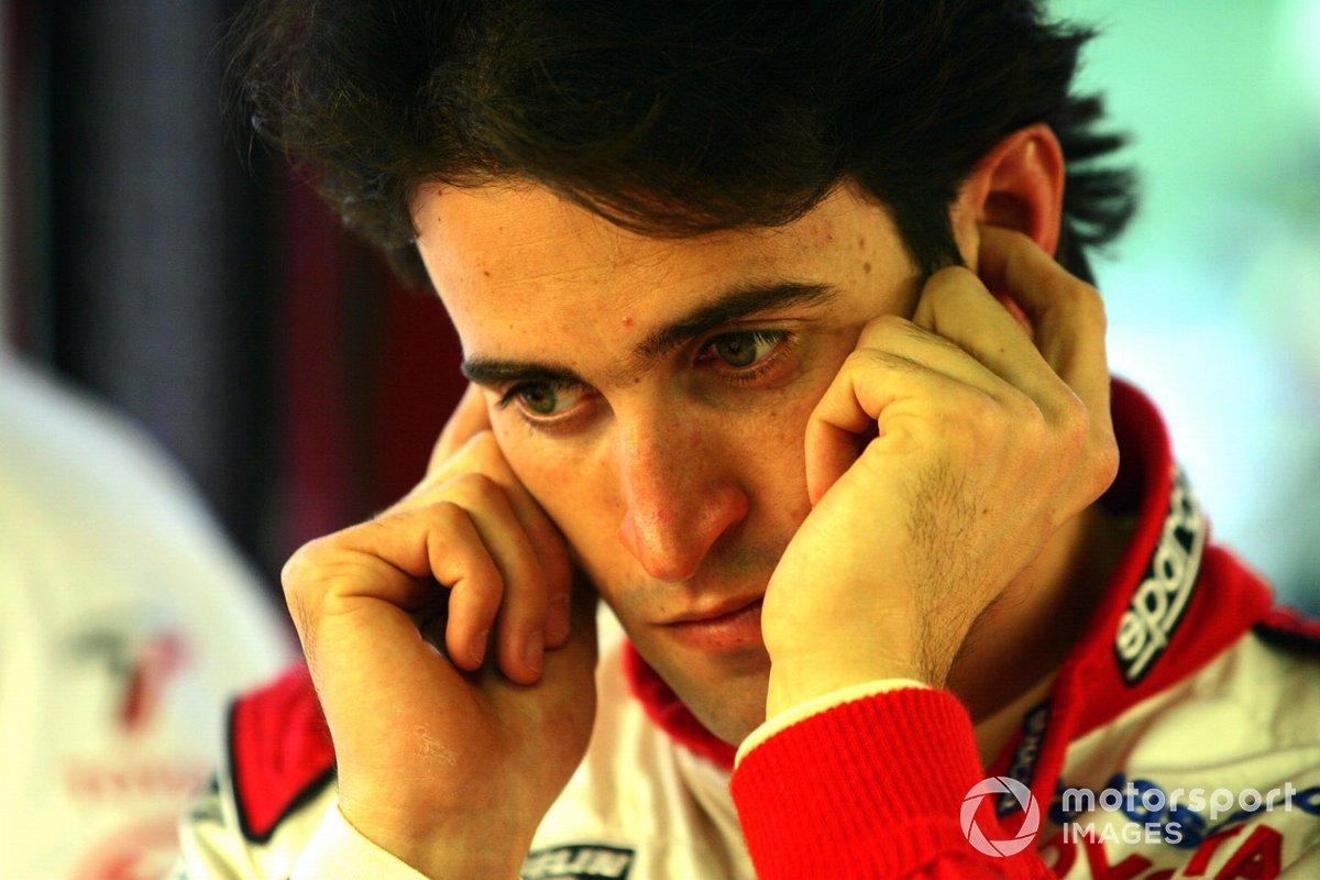 Последним – и, возможно, самым обидным – в тот день стал сход Зонты. С последнего места Рикардо поднялся до четвертого, но на 42-м круге его подвел мотор